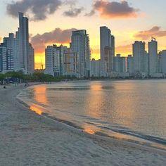 Balneário Camboriú em uma Escala de Cruzeiro: Barra Sul no final da tarde: Mar calmo e sem ondas