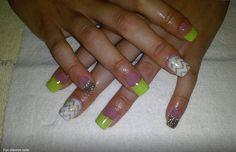 Chevron & sparkle nails