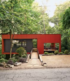 Love this. An Affordable Modern Home in Atlanta On a sloped creekside site in Atlanta, Georgia, architect Staffan Svenson elevates humble materials ...