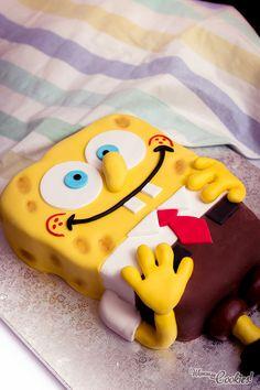 Directly from Bikini Bottom, here comes «SpongeBob SquarePants» cake!! Smooth vanilla flavored cake, which fits perfectly with the funniest and sweetest Nickelodeon's character. Love it. // Directamente desde Fondo de Bikini, aquí llega la tarta de «Bob Esponja!!». Suave bizcocho de vainilla que encaja perfectamente con el personaje más dulce y divertido de Nickelodeon. Ámalo!!
