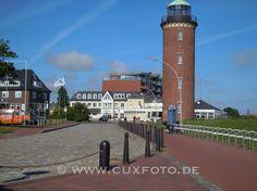 Leuchtturm mit altem Seepavilion-Gebäude