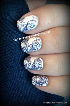 I used MoYou London Pro 06 image plate and stamped the flowery image using Zoya Sailor, a dark navy blue.