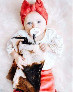 Summer Baby Pictures, Baby Photos, Cute Kids, Cute Babies, Asian Bridal Dresses, Handmade Baby Blankets, Binky, Baby Halloween, Baby Girls