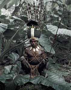 The eastern half of New Guinea gained full independence from Australia in 1975, when Papua New Guinea was born. The indigenous population is one of the most heterogeneous in the world. Traditionally, the different groups scattered across the highland plateau, live in small agrarian clans.