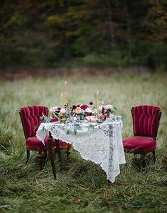 Must have свадебной фотосессии 2015: Стол для двоих на фотосессиии- The-wedding.ru