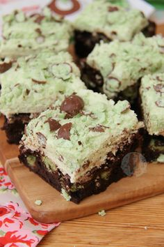 Deliciously Chocolatey and Minty Mint Aero Brownies with a Mint Frosting, and even more Mint Aero! Right, I know I like brownies. This is evident if you look at my recipe page, as there are quite a few now… Also, I realise the recipe is basically the same thing but swapping the different chocolate or theme, but I don't mind. It might not make sense to a few people as to why I post some similar recipes, but if someone googles 'Mint Aero Brownies' myTerry'sChocolate Orange Browniesisn't…
