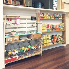 片付け中/ディアウォール/絵本棚DIY/カウンター下/すのこリメイク/ままごとキッチン作成途中…などのインテリア実例 - 2017-08-11 18:39:40 | RoomClip(ルームクリップ) Montessori Room, Bookshelves Kids, Daughters Room, Interior Inspiration, Baby Room, Playroom, Liquor Cabinet, Diy And Crafts, Kids Room