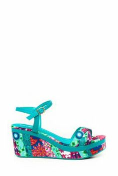 Desigual women's Dustin sandals. You won't find such original shoes anywhere other than Desigual. With a pair of these in your wardrobe, you'll be the coolest of all your friends!  2.7