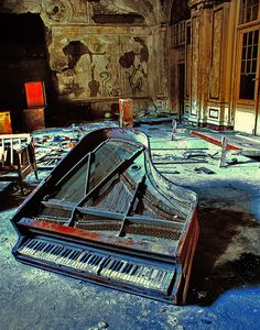 Does this break your heart or what. I can't imagine anyone leaving a baby grand piano behind, must have been a tragic story.