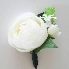 ranunculus boutonniere Ranunculus Boutonniere, Ranunculus Wedding, White Ranunculus, Boutonnieres, White Roses, Wedding Bouquets, Groomsmen Boutonniere, Groom And Groomsmen, Prom Date