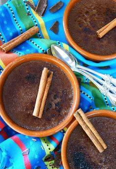 Mexican Chocolate Crème Brûlée is a fabulous Cinco de Mayo dessert. Every rich, creamy bite is a perfect balance between chocolate and spice. Mexican Chocolate, Vegetarian Chocolate, Chocolate Recipes, Chocolate Creme Brulee, Mexican Food Recipes, Dessert Recipes, Brulee Recipe, Sans Gluten, Just Desserts