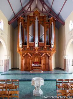 BEAUTIFUL organ case (and organ) by the American C.B. Fisk company... I love the woodwork on this...