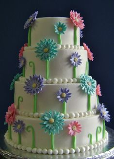 Daisy Wedding Cakes, Daisy Cakes, Bolo Floral, Floral Cake, Cake Decorating Techniques, Cake Decorating Tips, Gorgeous Cakes, Pretty Cakes, Fondant Cakes