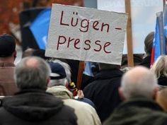 Aussagen von Anhängern der AfD oder Pegida haben laut Wissenschaftlern große Nähe zur NS-Sprache. | Volksstimme.de
