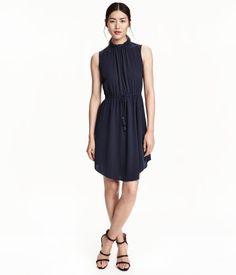 Kleid aus Kreppstoff   Dunkelblau   Ladies   H&M DE