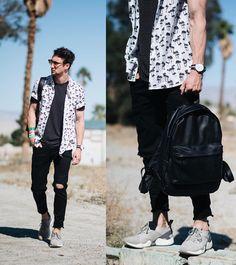 Marcel Floruss in ALDO sneakers (ATCHE) and backpack (COSTADIMEZZATE) at Coachella Festival