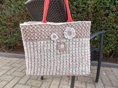Wat een rage is het toch, de Shop-Sas-tas!!  Ik heb al zoveel mooie omhaakte tassen voorbij zien komen op Facebook en ook op diverse blogs! ...