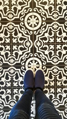 HOW stunning is this floor in the Wedwood tea room? Click through to see more of the decor