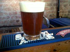 Cerveja Brooklyn Hammarby Syndrome, estilo American Amber Ale, produzida por Brooklyn Brewery, Estados Unidos. 8% ABV de álcool.