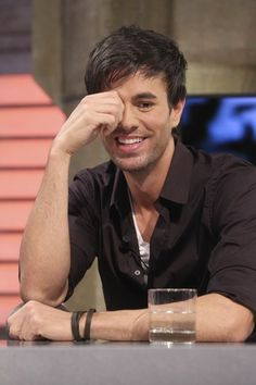 Enrique Iglesias Photos  - Enrique Iglesias Chats on 'El Hormiguero'  - Zimbio
