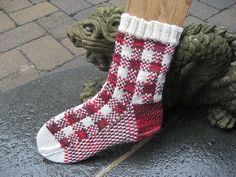 Conceived by Knittinginfinity and designed by me, knit mostly while on vacation on Cape Cod, this sweet little sock will keep you cozy and warm this fall. Plaid Crochet, Crochet Socks, Knitted Slippers, Knit Or Crochet, Knitting Socks, Knit Socks, Lots Of Socks, Pattern Library, Stockinette