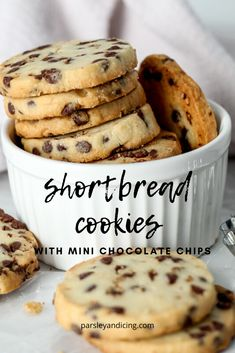 Delicious Shortbread Cookies with Chocolate Chips These easy, buttery, melt in your mouth shortbread cookies with mini chocolate chips are crumbly, rich and bursting with flavor! Desserts With Chocolate Chips, Chocolate Chip Shortbread Cookies, Shortbread Recipes, Mini Chocolate Chips, Chocolate Ganache, Recipes With Chocolate Chips, Chocolate Chip Biscuits, Mint Chocolate, Cookie Desserts