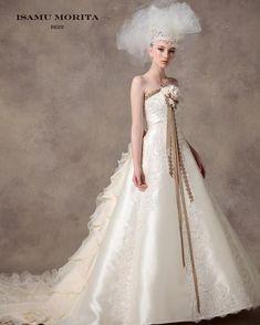 ISAMU MORITA BRIDE 『切ないほどの美しさ』をコンセプトに、オートクチュールのウェディングドレスの世界観を表現する。 女性を美しく、そして愛らしく、輝かせるウェディングドレス。 #isamumorita #カクテルドレス #カラードレス #wedding #ウェディングドレス #ウエディングドレス #ウェディング #ブライダル #ウェディングシューズ #ブライダルシューズ #ウエディングシューズ #ドレス試着 #ウエディングドレス試着 #イサムモリタ #イサムモリタの新作 #weddingdress #weddingshoes #bridal #bridalshoes #日本中のプレ花嫁さんと繋がりたい #プレ花嫁 #結婚式 #結婚式コーデ #結婚式場 #結婚式準備 #marry