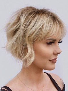 You're going to want to go ahead and pin these trendy summer hairstyles for later. These cool summer haircuts will get you through the hottest days of the season. Haircuts For Fine Hair, Short Bob Haircuts, Very Short Bob Hairstyles, Pixie Bob Haircut, Modern Haircuts, Celebrity Hairstyles, Fringe Bob Haircut, Hairstyles For Older Women, Short Haircuts For Women