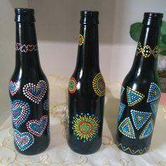 Garrafas decoradas Glass Painting Designs, Dot Art Painting, Ceramic Painting, Bottle Drawing, Bottle Painting, Bead Bottle, Bottle Art, Beer Bottle Crafts, Painted Glass Bottles