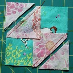 Today we're going to cover a basic quilt block: the Diamond in a Square. The traditional way would have you cut a diamond and four triangle pieces, but we have an easier method for foolproof… Quilt Block Patterns, Pattern Blocks, Rug Patterns, Crochet Patterns, Quilting Tips, Quilting For Beginners, Quilting Designs, Quilting Projects, Art Quilting