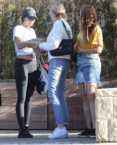 NEW CANDIDS: Miley,Tish & Brandi at The Soho House #mileycyrus #smilers #queen #miley #beautiful #gorgeous #style #fashion #outfit #celebrity #celebs #actress #singer #l4l #lfl #likeforlike #like4likes #like4like #candids #paparazzi #tishcyrus #brandicyrus #family http://tipsrazzi.com/ipost/1506290899323480333/?code=BTna5eelGkN