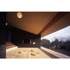 開放的な風景に面する湯河原の縁側です。開口部は8枚全てがスライドして、全面開口とすることを可能にしています。 Minimalist Architecture, Space Architecture, Style Japonais, Meditation Space, Roof Design, Japanese House, Prefab, Minimalist Home, My House