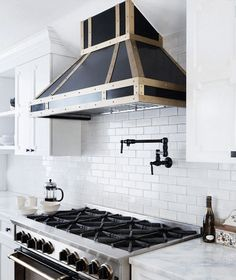 Do I need a Stove Hood? Get the straight answer & a list of what you want in an effective kitchen hood.