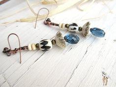 Boucles d'oreilles avec quartz facetté bleu de par annemarietollet