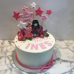 Tarta buttercream gorju con estrellitas. Birthday Cake, Cupcakes, Desserts, Food, Fondant Cakes, Lolly Cake, Candy Stations, One Year Birthday, Tailgate Desserts