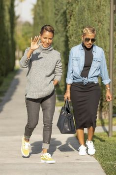 Jada Pinkett Smith Out With Her Mom on Looklive is part of Fashion - Jada Pinkett Smith wearing and Vans Sneakers Older Women Fashion, Curvy Fashion, Look Fashion, Womens Fashion, Spring Outfits Women, Fall Outfits, Casual Outfits, Fall Fashion Trends, Autumn Fashion