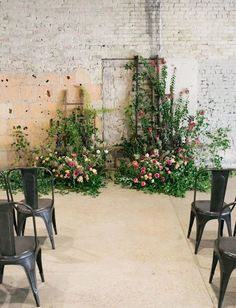 Industrial wedding ceremony with ladders and wildflower arrangements. Here are 6 Ideas for your Industrial Wedding Arch from Here Comes The Guide! #industrialchic #industrialwedding Wedding Ceremony Arch, Wedding Ceremony Decorations, Ceremony Backdrop, Floral Wedding, Wedding Flowers, Diy Wedding, Bali Wedding, Green Wedding, Wedding Trends
