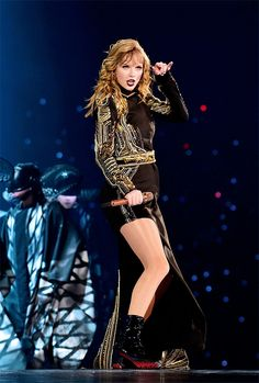 TOKYO, JAPAN - NOVEMBER Taylor Swift performs at Taylor Swift reputation Stadium Tour in Japan presented by Fujifilm instax at Tokyo Dome on November 2018 in Tokyo, Japan. Taylor Swift Legs, Taylor Swift Pictures, Taylor Alison Swift, Swift Tour, Swift 3, Lady Gaga, Nashville, Taylor Swift Wallpaper, Swift Photo