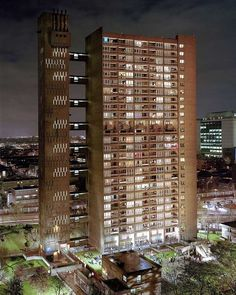 An article about East London brutalist buildings, with a particular focus on Balfron Tower and its neighbouring Robin Hood Gardens London Architecture, Architecture Design, Bow Art, Tower Hamlets, Tower Block, Multiple Exposure, Social Housing, Brutalist, Open Up