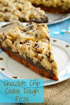 ***Chocolate Chip Cookie Dough Pizza {A Food Fanatic Post!}*** Easy & everyone loved it Dessert Pizza, Eat Dessert First, Pizza Food, Pizza Cake, Pizza Pizza, Yummy Treats, Delicious Desserts, Yummy Food, Sweet Treats