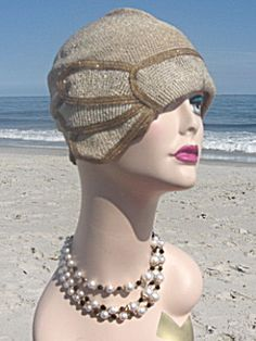 Art Deco Era 1920s Great Gatsby Flapper Cloche Hat  (Image1)