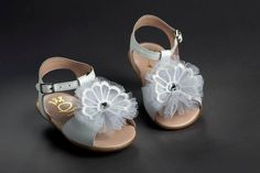 shoes for girl leather anatomic first step, baptism shoes, vaptisi vaptism baby girl Girls Shoes, Baby Shoes, Christening Favors, Tulle Bows, Etsy Crafts, Handmade Jewelry, Handmade Gifts, Lace Flowers, Leather Shoes