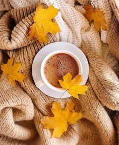 Autumn Coffee, Autumn Cozy, Coffee Photography, Autumn Photography, Coffee And Books, Coffee Love, Autumn Aesthetic, Fall Wallpaper, Hello Autumn