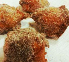 Deep-fried cinnamon sugar doughnut holes. www.thesouthinmymouth.com Doughnut Holes, Cinnamon, Fries, Vegetarian, Sugar, Deep, Baking, Canela, Donut Holes