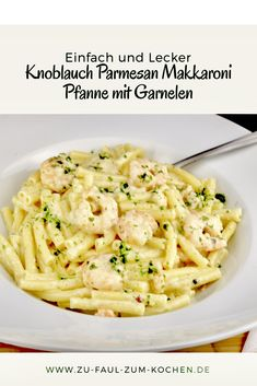 Garlic Parmesan Macaroni Pan with Shrimps - Too Lazy To Cook?Friday is known to be fish day. For this reason, I brought this delicious pasta dish for you today. Garlic parmesan macaroni pan with shrimp a simple recipe that you can easily cook. Shrimp Recipes For Dinner, Shrimp Recipes Easy, Pasta Recipes, Garlic Parmesan Shrimp, Baked Garlic, Seafood Pasta, International Recipes, How To Cook Pasta, Pasta Dishes