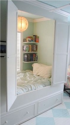Unique Bed Designs and Creative Bedroom Decorating Ideas A closet of one's own. creative bed design ideas and unique furniture for bedroom decoratingA closet of one's own. creative bed design ideas and unique furniture for bedroom decorating Awesome Bedrooms, Cool Rooms, Cool Bedroom Ideas, Storage Ideas For Small Bedrooms Teens, Teen Bed Room Ideas, Small Teen Bedrooms, Bedroom Decor For Teen Girls Dream Rooms, Diy Teen Room Decor, Bedroom Ideas On A Budget