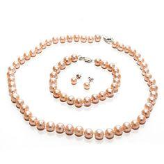 Perlový komplet Pink Cenově zvýhodněný a především elegantní perlový komplet složený z náhrdelníku, náramku a náušnic ze sladkovodních perel meruňkovo, lososové barvy. Pearl Necklace, Beaded Necklace, Pearls, Pink, Jewelry, Fashion, String Of Pearls, Beaded Collar, Moda