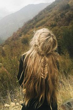 Simple Travel Hairstyles for Long Hair ★ See more: http://glaminati.com/simple-travel-hairstyles-for-long-hair/