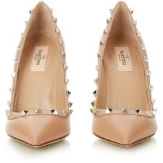 Rockstud point-toe pumps Valentino MATCHESFASHION.COM ($336) ❤ liked on Polyvore featuring shoes, pumps, heels, sapatos, valentino, pointed toe shoes, valentino shoes, pointy toe pumps, pointy toe shoes and valentino pumps