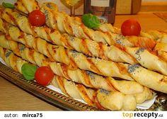 Pizza tyčinky z kynutého těsta. Dobrou chuť ;-)